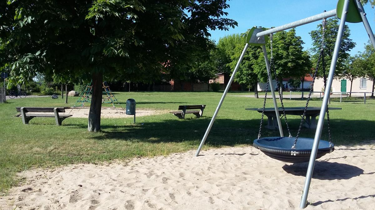 Spielplatz am Sportplatz-min